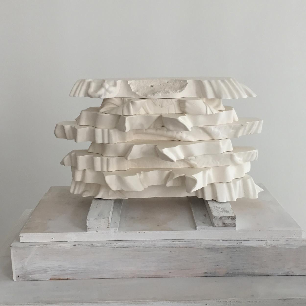 10.Bust,2018,wood, plaster, 63x34xH143cm